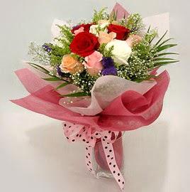 Karisik renklerde 11 adet gül buketi  Uşak çiçek gönderme