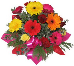 Karisik mevsim çiçeklerinden buket  Uşak hediye sevgilime hediye çiçek