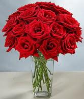 Uşak çiçekçi mağazası  cam vazoda 11 kirmizi gül  Uşak hediye sevgilime hediye çiçek