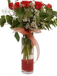 Uşak uluslararası çiçek gönderme  11 adet kirmizi gül vazo çiçegi