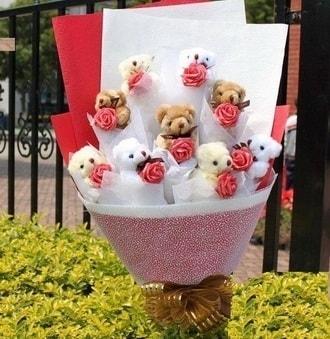 Uşak çiçek siparişi vermek  9 adet ayicik ve 9 adet yapay gül