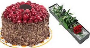 1 adet yas pasta ve 1 adet kutu gül  Uşak uluslararası çiçek gönderme