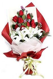 Uşak hediye çiçek yolla  9 adet gül 2 adet kazablanka buketi