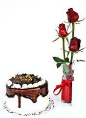 Uşak çiçek siparişi vermek  vazoda 3 adet kirmizi gül ve yaspasta