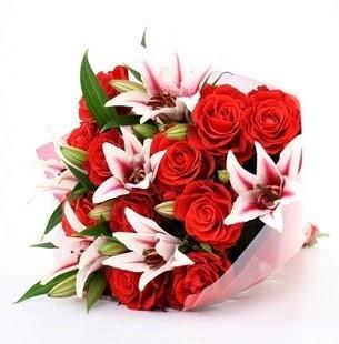 Uşak çiçek siparişi vermek  3 dal kazablanka ve 11 adet kırmızı gül