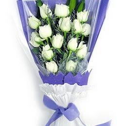 Uşak çiçekçi mağazası  11 adet beyaz gül buket modeli