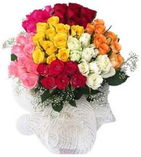 Uşak çiçekçi telefonları  51 adet farklı renklerde gül buketi