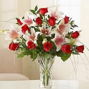Uşak çiçek mağazası , çiçekçi adresleri  12 adet kırmızı gül 1 dal kazablanka çiçeği
