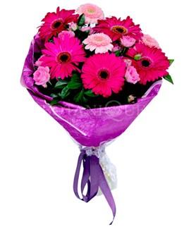 Uşak çiçek siparişi sitesi  karışık gerbera çiçeği buketi