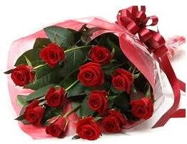 Sevgilime hediye eşsiz güller  Uşak uluslararası çiçek gönderme