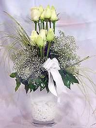 Uşak online çiçek gönderme sipariş  9 adet vazoda beyaz gül - sevdiklerinize çiçek seçimi