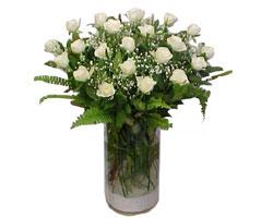 Uşak yurtiçi ve yurtdışı çiçek siparişi  cam yada mika Vazoda 12 adet beyaz gül - sevenler için ideal seçim
