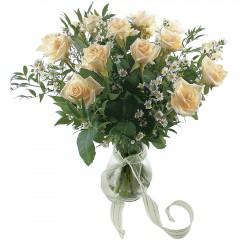 Vazoda 8 adet beyaz gül  Uşak 14 şubat sevgililer günü çiçek