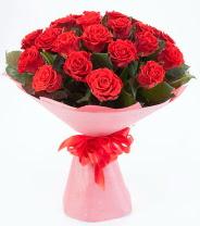 12 adet kırmızı gül buketi  Uşak çiçek siparişi sitesi