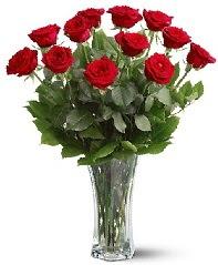 11 adet kırmızı gül vazoda  Uşak internetten çiçek siparişi