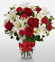 Eşsiz vazo tanzimi güller kazablankalar  Uşak online çiçek gönderme sipariş