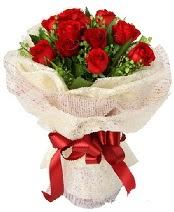 12 adet kırmızı gül buketi  Uşak anneler günü çiçek yolla