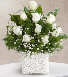 9 beyaz gül vazosu  Uşak çiçek satışı