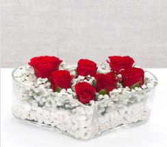 kalp içerisinde 7 adet kırmızı gül  Uşak çiçek siparişi vermek