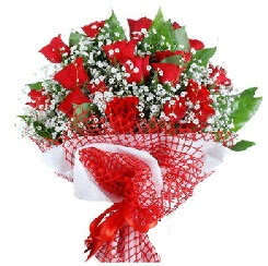 11 kırmızı gülden buket  Uşak 14 şubat sevgililer günü çiçek