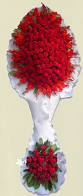 Çift katlı kıpkırmızı düğün açılış çiçeği  Uşak anneler günü çiçek yolla