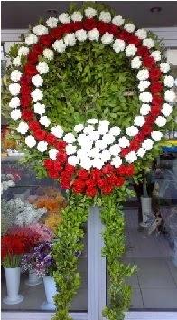 Cenaze çelenk çiçeği modeli  Uşak anneler günü çiçek yolla