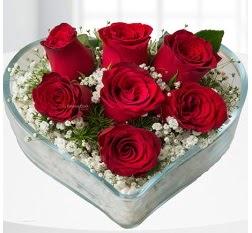 Kalp içerisinde 7 adet kırmızı gül  Uşak çiçek servisi , çiçekçi adresleri