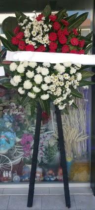 Cenaze çiçeği cenaze çiçek modelleri  Uşak çiçek siparişi sitesi