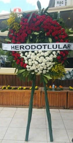 Cenaze çelengi cenazeye çiçek modeli  Uşak çiçek satışı