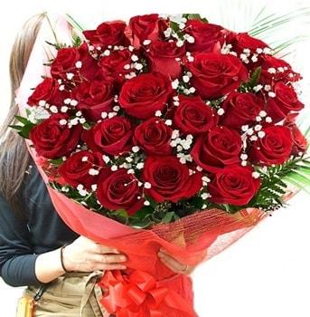 Kız isteme çiçeği buketi 33 adet kırmızı gül  Uşak çiçek gönderme sitemiz güvenlidir