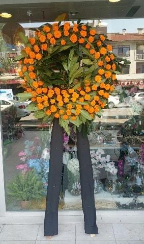 Cenaze çiçeği cenaze çelengi çiçek modeli  Uşak çiçek gönderme