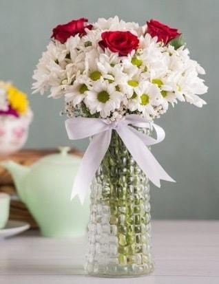 Papatya Ve Güllerin Uyumu camda  Uşak çiçek gönderme sitemiz güvenlidir