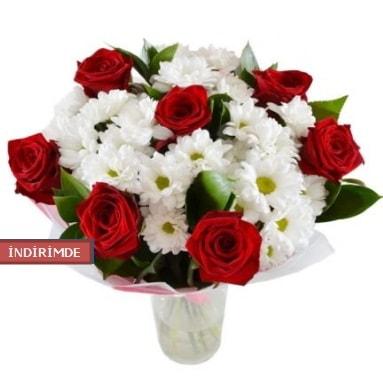 7 kırmızı gül ve 1 demet krizantem  Uşak çiçek gönderme sitemiz güvenlidir